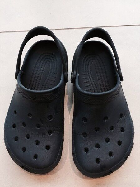 Kids navy blue classic crocs - size 4 (STILL AVAILABLE IF AD STILL UP!)