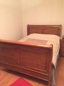 Mobilier (ensemble) set de chambre à coucher queen en bois