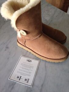 AUTHENTIC UGG BAILEY BUTTON BOOTS-SIZE 9 IN CHESTNUT!