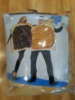 Costume - Deux toasts (Confiture/Beurre d'Arachide)