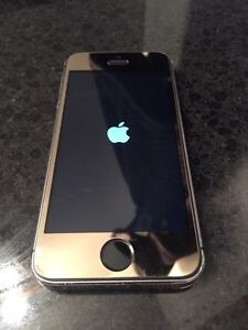 Beautiful Gold IPhone 16gb on Rogers for sale