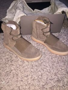 Authentic DS Yeezy boost 750 Size 9.5