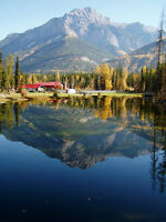 Spectacluar Canadian Rockies Family Riverfront Retreat