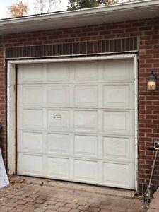 Porte de garage et ouvre porte