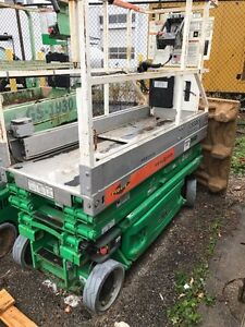 Selling 1 scissor lift 2 to choose from Windsor Region Ontario image 1