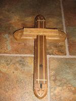 plusieur croix bois bien solide et travaille