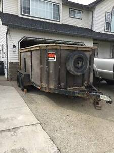 Tandem axle trailer with ramp