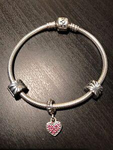 Pandora bracelet 18 ou 19 cm avec 3 charms