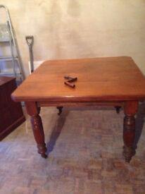 Victorian walnut extending dining table.