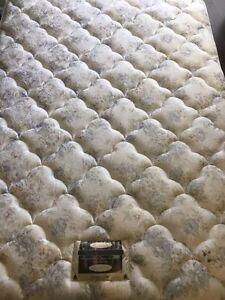Simmons Gallery Edition Queen mattress and box spring