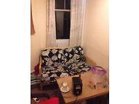 ROOM TO RENT IN A 3 BEDROOM FLATSHARE