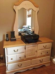 Charming 'Kathy Ireland Home' Girls Dresser, Mirror & Nightstand