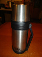 Wide-mouthed Thermos Flask with Cup Top & Pull-out Handle