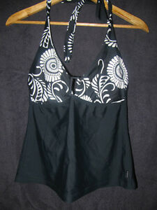SWIMETC – Sea Folly Black and White Bathing Suit Top. Size 14D.
