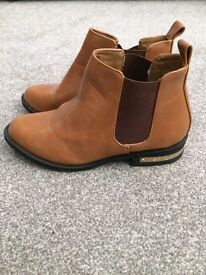 Chelsea boot - size 5