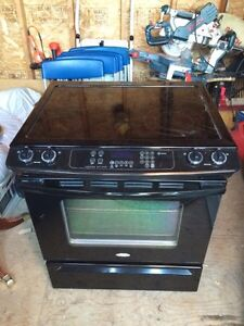 Whirlpool electric range cuisiniere electrique like new