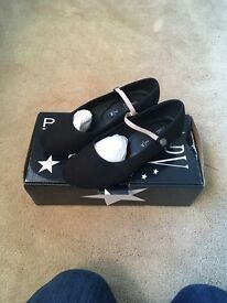 Size 2 black character / national dance shoes