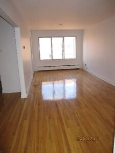 EXTRA LARGE 2 1/2 IMMEDIATE OCCUPANCY, COTE DES NEIGES