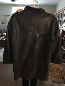 DANIER WOMENS LEATHER REVERSIBLE  COAT Kitchener / Waterloo Kitchener Area image 2