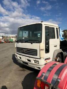 Volvo FL6 H  Cab Chassis 2001 Cab parts and diff some engine parts. Kenwick Gosnells Area Preview