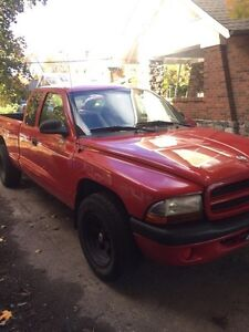 2003 Dodge Dakota- Safetied - 190 000km