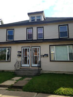 Spacious 2 bedroom - 2 levels - $825 UTILITIES INCLUDED!!