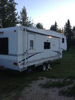 2005 27ft Ultra lite 5th Wheel holiday trailer