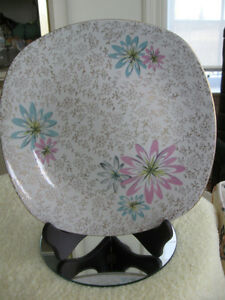 BEAUTIFUL OLD VINTAGE ENGLISH-MADE 10-INCH STYLECRAFT CAKE PLATE