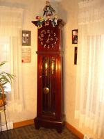 Horloge Grand-Père 1887 en acajou et mouvement en cuivre/brasse