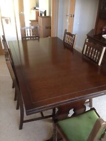 Dinning table and 6 chairs, extends both ends.