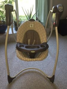 Graco baby swing  Kitchener / Waterloo Kitchener Area image 1