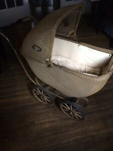 Vintage Baby Stroller (Ideal Photography Prop)