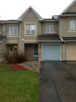 Beautiful Townhouse For Rent Bayview & Major Mackazine