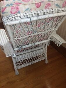 Antique Wicker Chaise lounge with cushion. London Ontario image 3