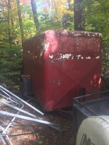 4.5' by 9' enclosed trailer