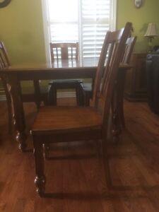 Wood table with chairs  Gatineau Ottawa / Gatineau Area image 6