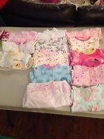 Vetements pour bebe fille 0-6 mois trea propre !!!! 40$
