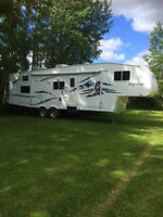 2006 Forest River 29' 5th Wheel
