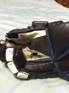 Oakley hockey gloves Moose Jaw Regina Area image 4