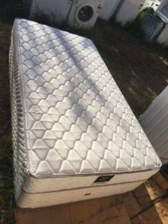 nice king single base mattress, can delivery at extra fee.   they