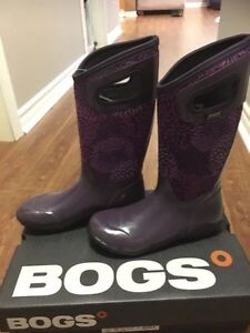 New Bogs with tags still in box.   -15C Rating Size 8