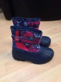 New girls size 13 snow boots RRP £15
