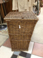 ★ Vintage Wicker Clothes Laundry Hamper ★