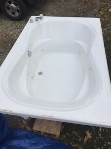 Two person jet tub Windsor Region Ontario image 2
