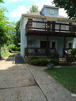 ROOM WITH SEPARATE ENTRANCE UTILITIES, NET & CABLE INCLUDED !