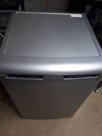 Fridge freezer undercounter
