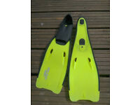 Childs fins size 1-3 Good condition very comfy