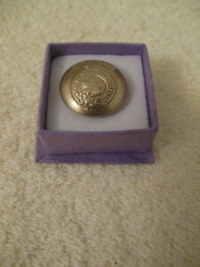 SPECIAL OLD VINTAGE COLLECTOR'S CANADIAN MILITARY BUTTON