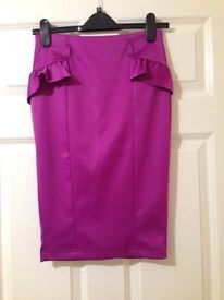 NEW without tag. Lovely Smart Hot pink Skirt size 6 from River Island.