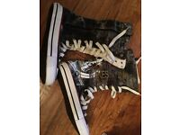 High top converse boxing boot style size 6 denim black/blue
